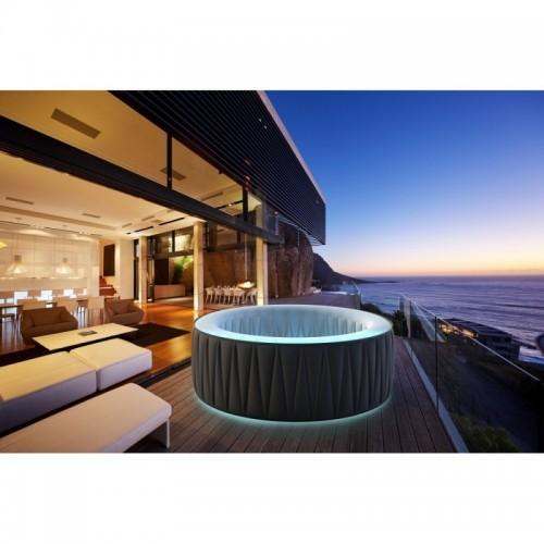 Tato přenosná vířivá vana Aurora D-AU04 DELIGHT je luxusním místem k relaxaci venku i vevnitř.