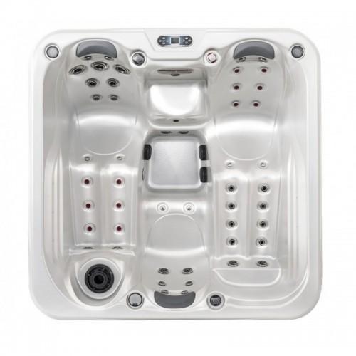 Hydro masážní vířivá vana čtvercová HC2 pro 4 osoby má ve standardní výbavě také barevné LED osvětlení, anatomické opěrky hlavy