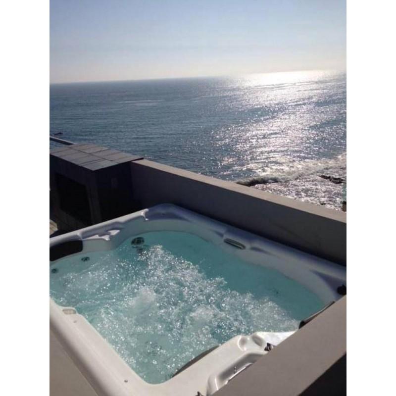 hydromasážní luxusní spa AURORA 3 pro 3 osoby obsahuje chodidlová a dlaňová masáž a spousta dalších detailů jako je Soft-Touch