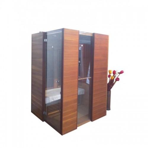 SWISS CEDR INFRASAUNA s podlahovým zářičem je vyrobena z pravého cedrového dřeva s lehce tmavším odstínem
