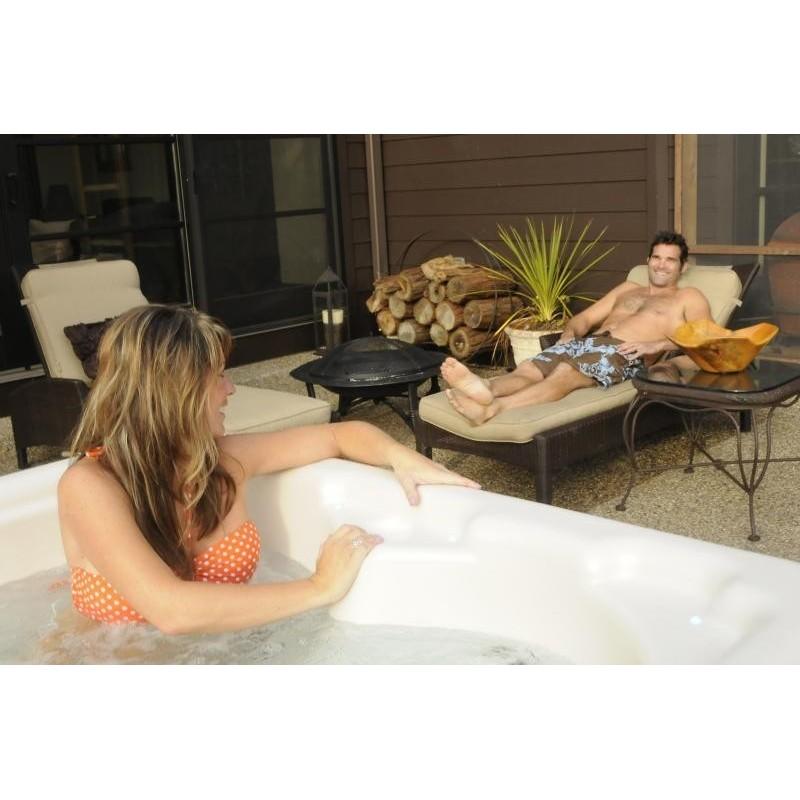 hydromasážní vířivá vana AURORA 3 pro 3 osoby má krásný desig na povznese váš exteriér i interiér.