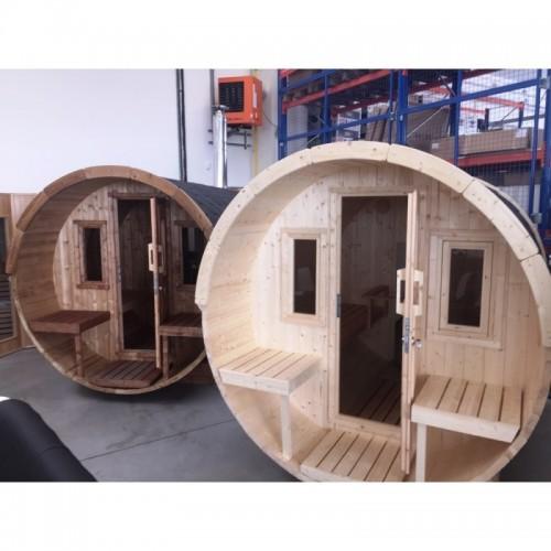 elegantní venkovní Sudová sauna 250 obsahuje dvě saunové lavice a je tak ideální pro dvě až tři osoby